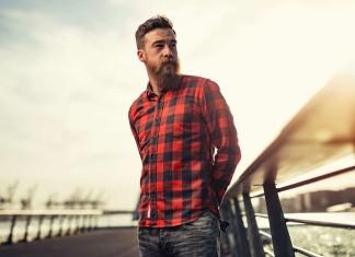 как носить рубашку с джинсами мужчине