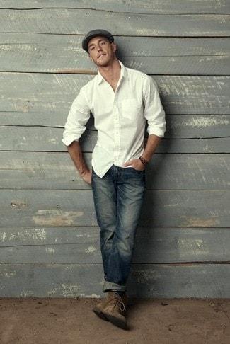 белая мужская рубашка с джинсами