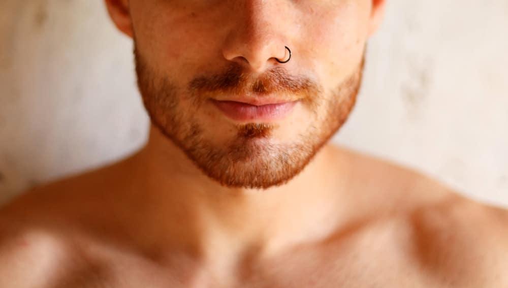 Мужской пирсинг носа